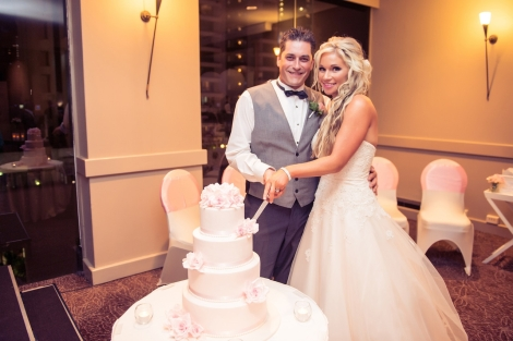 Sofitel-Gold-Coast-Broadbeach-Room-Wedding-Reception-Cake-Bride-Groom