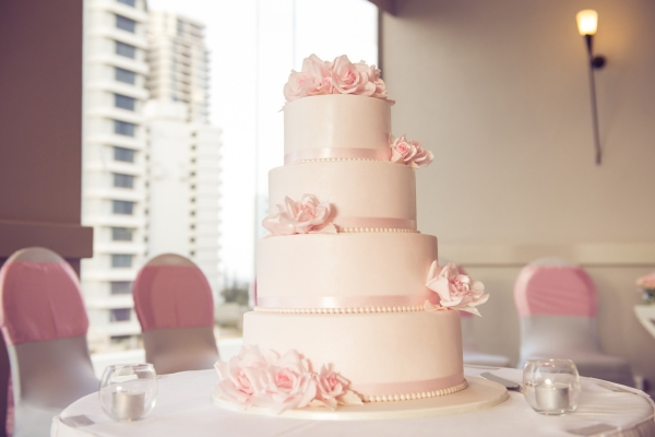 Sofitel-Gold-Coast-Broadbeach-Wedding-Reception-Cake-Pink